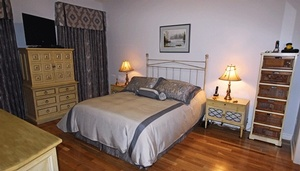 Custom bedding Cobourg by Sensational Seams